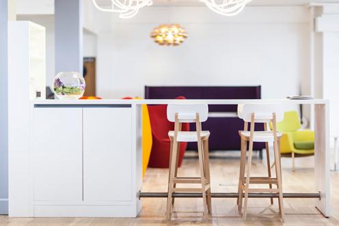 Connection – Farbenfrohe Möbel für Büro und Objekt