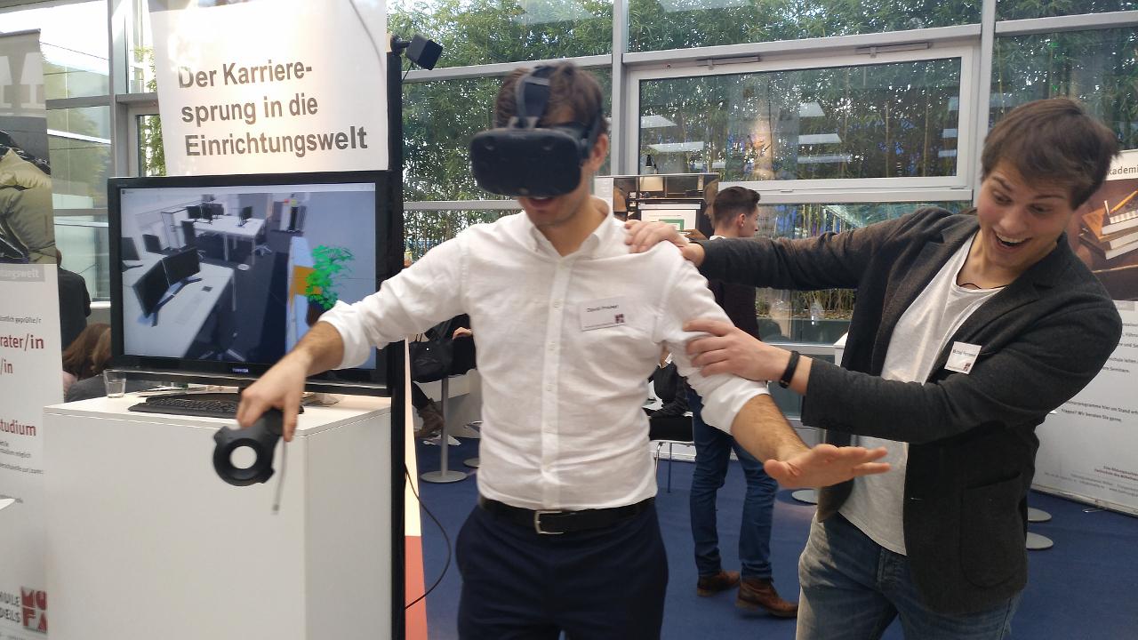Möfa-Studenten präsentieren ihre Projektarbeiten mit VR