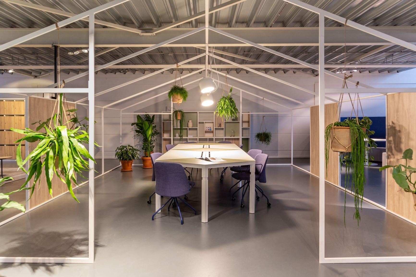 Espace de réunion sous une structure métallique