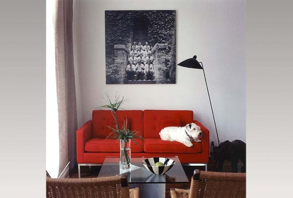 A-small-living-room-with-a-red-couch