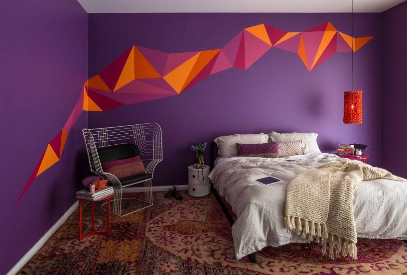 Teenage-bedroom-interior-design-with-violet-walls