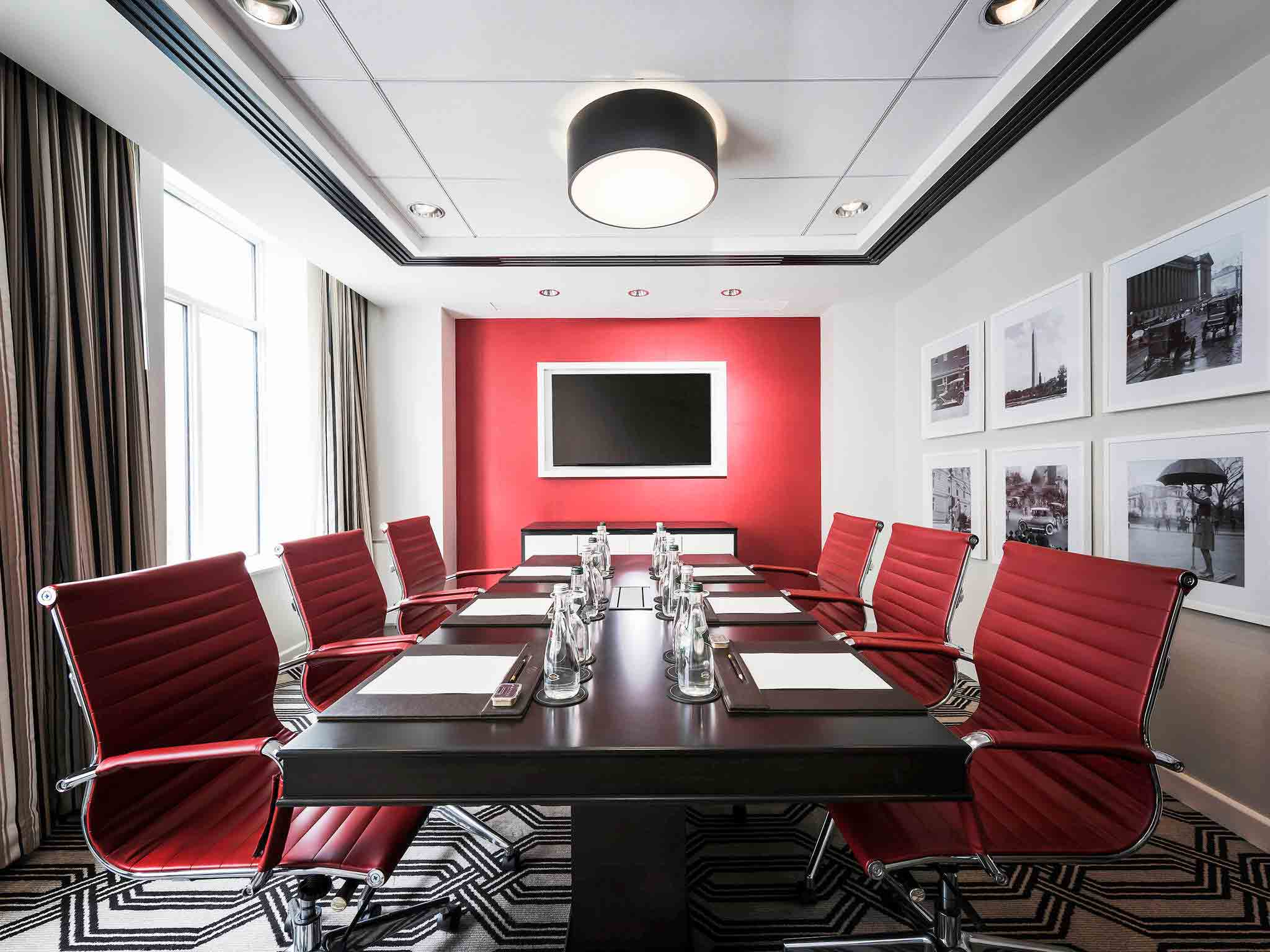 Red-Meeting-Room-Accor-Hotels