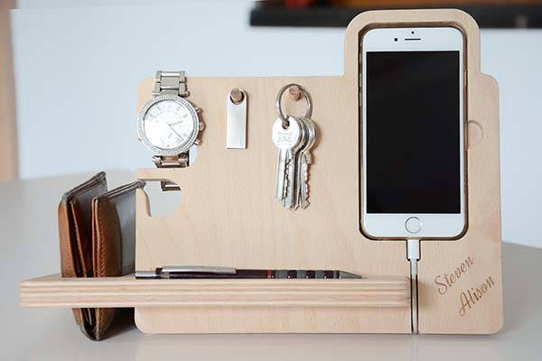 the_handmade_desk_organizer_boasts_integrated_watch_stand_iphone_dock_key_holder_2